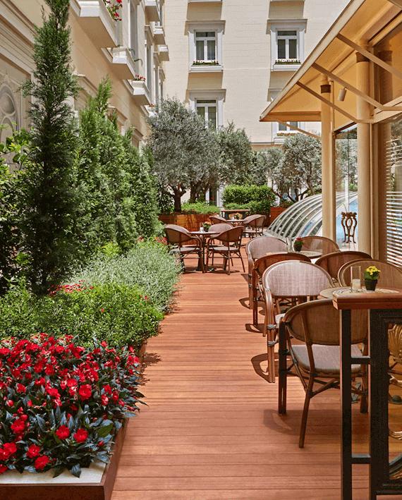 Alexander's Cigar Lounge - Hotel Grande Bretagne